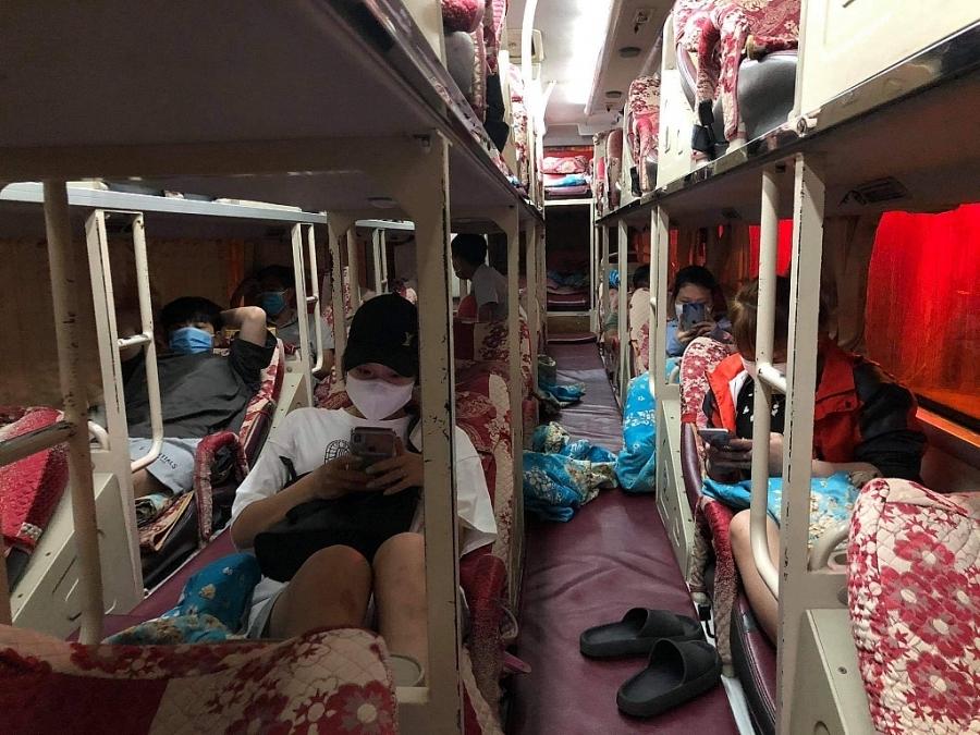 """Phát hiện xe giường nằm vận chuyển khách """"chui"""" từ Hà Nội đi các tỉnh Nghệ An, Hà Tĩnh"""