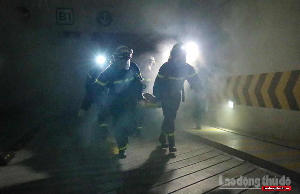 Hình ảnh đẹp về ý chí và tinh thần, trách nhiệm của người lính cứu hỏa