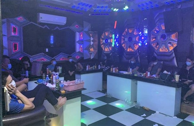 Bắt quả tang nhóm thanh niên tụ tập sử dụng trái phép chất ma túy trong quán hát Gold Club