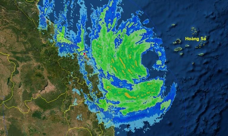 Bão số 13 đổ bộ miền Trung,  tại đảo Lý Sơn (Quảng Ngãi) đã có gió mạnh cấp 8, giật cấp 10