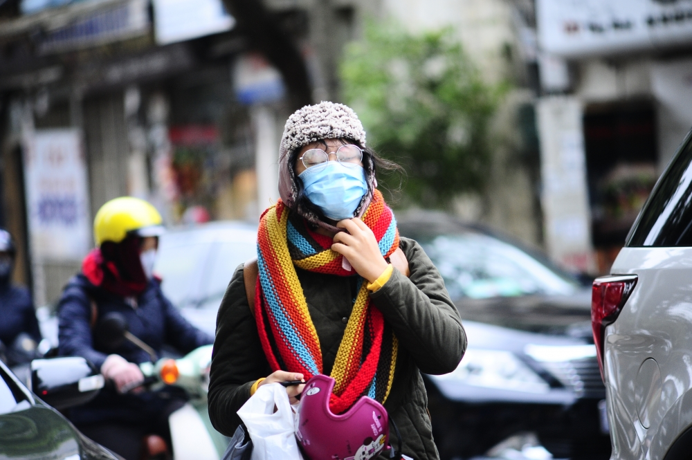 Hà Nội rét đậm, học sinh mặc kín mít đến trường