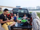 Lái xe bán tải vi vu ra bãi sông Hồng dã ngoại
