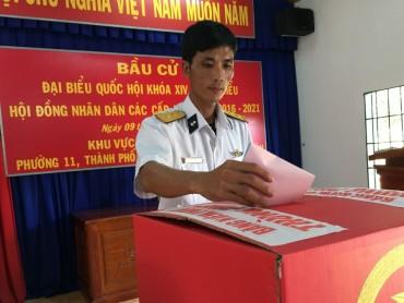 Hải quân, kiểm ngư bầu cử sớm trước khi đi làm nhiệm vụ