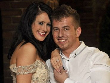 Đang đi thi Hoa hậu, thí sinh bất ngờ được bạn trai… cầu hôn