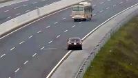 Tăng mức xử phạt gấp hơn 10 lần đối với hành vi đi lùi trên đường cao tốc