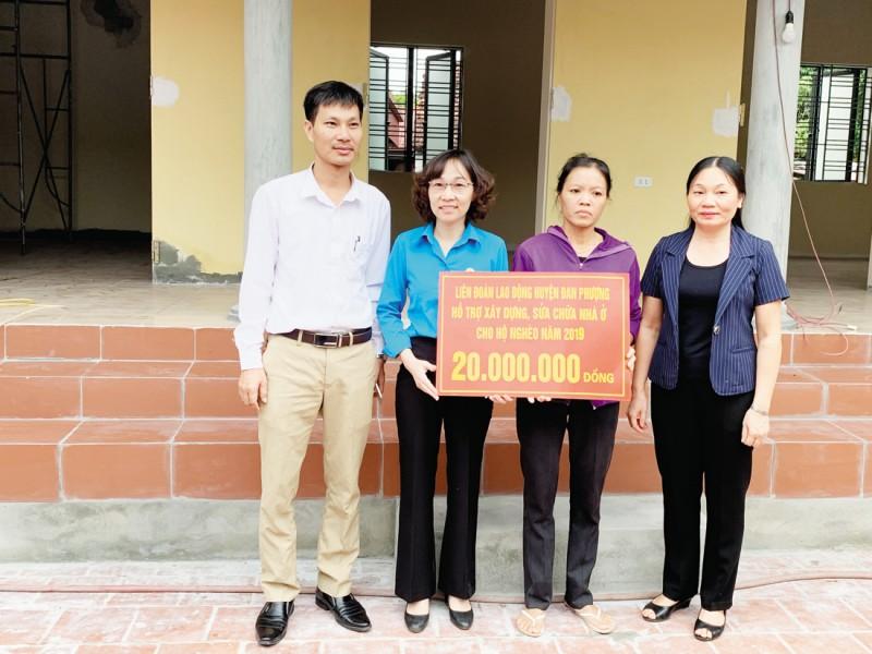 Vinh dự nhận Huân chương Lao động hạng Nhì