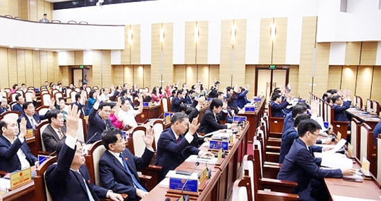 Thông qua Nghị quyết đầu tư các dự án dân sinh