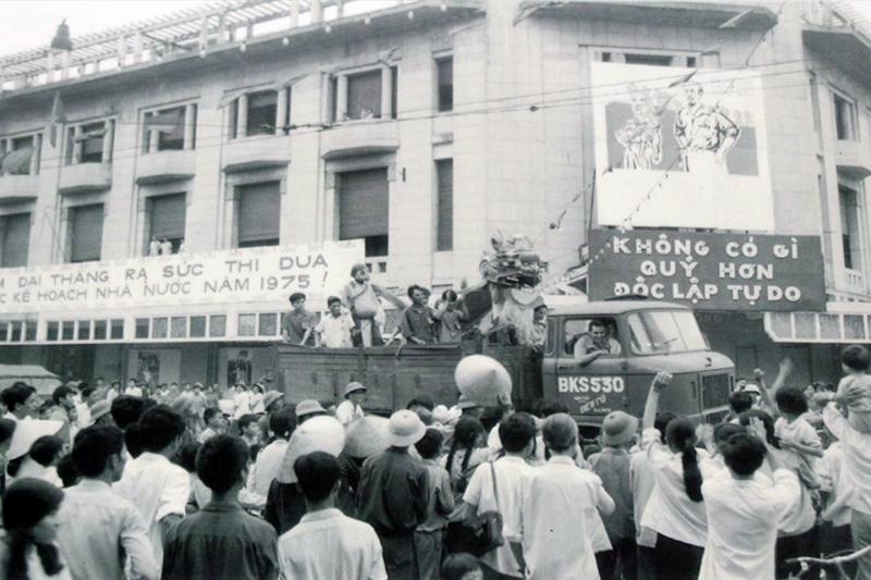 Sống lại những ngày tháng 4 lịch sử ở Hà Nội