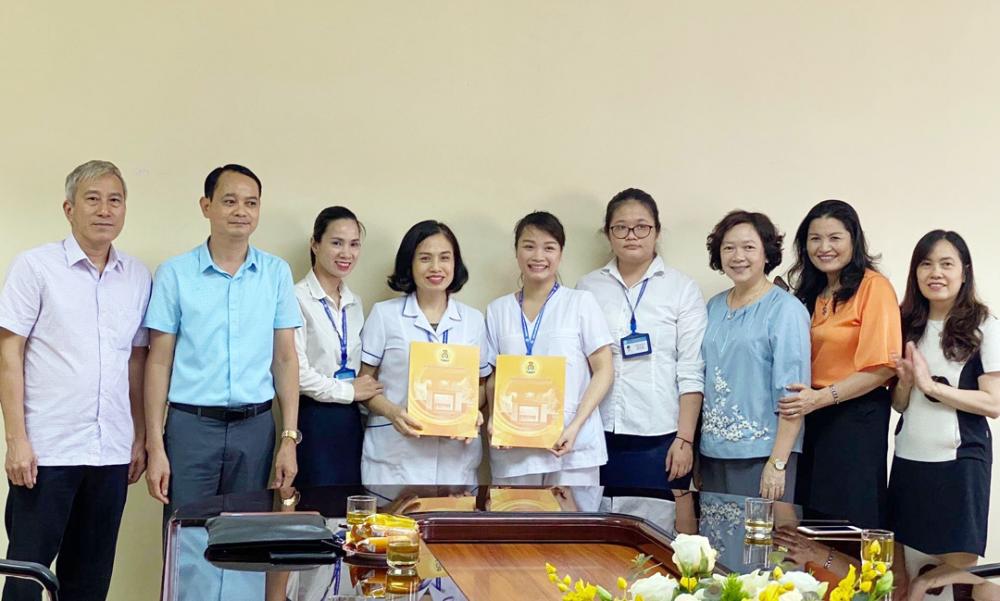 Tôn vinh những lao động trực tiếp trong chăm sóc người bệnh
