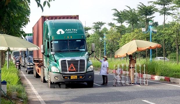 Tài xế xe chở hàng trong tỉnh đang thực hiện Chỉ thị 16 không cần giấy xét nghiệm Covid-19