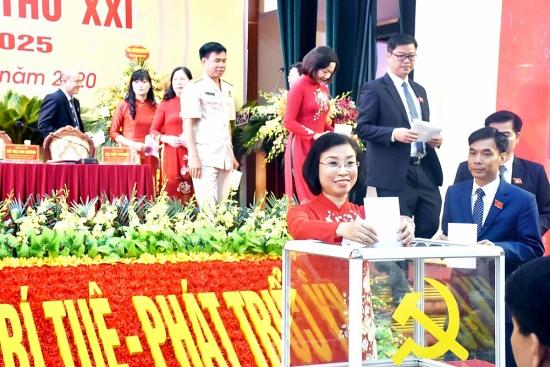 Thị xã Sơn Tây: Đẩy mạnh công tác xây dựng, chỉnh đốn Đảng