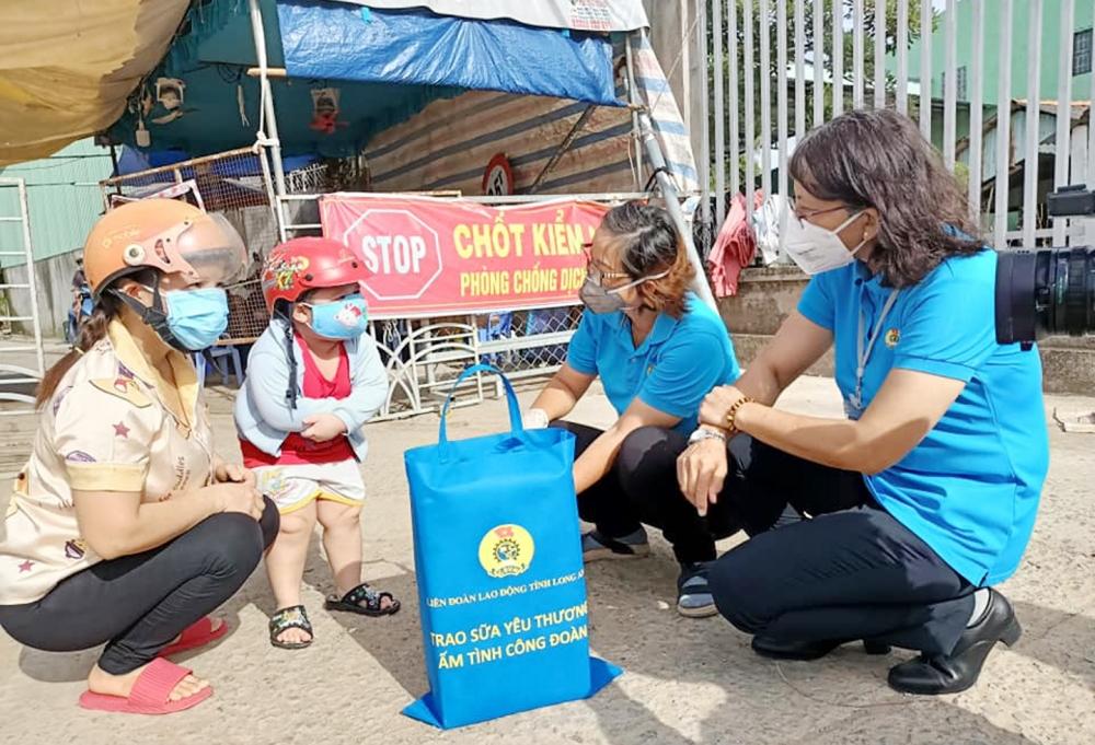 Chăm lo cho trẻ em bị ảnh hưởng bởi đại dịch