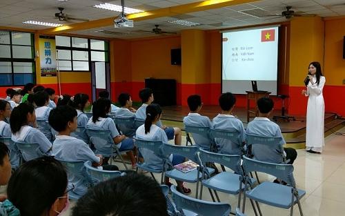 Chương trình dạy tiếng Việt cho người Việt Nam ở nước ngoài