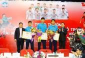 """Tặng Kỷ niệm chương """"Vì Thế hệ trẻ"""" cho U23 Việt Nam"""