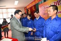Bí thư Thành ủy Hà Nội Hoàng Trung Hải thăm, tặng quà công nhân viên chức lao động