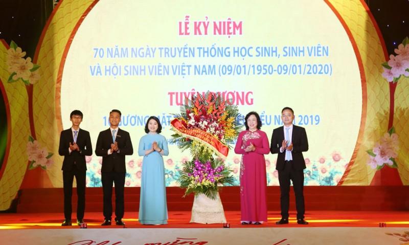 Học sinh, sinh viên Hà Nội nối tiếp nhau viết nên truyền thống vẻ vang