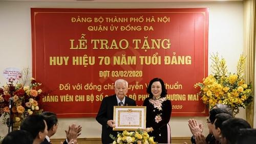 Trao tặng Huy hiệu 70 năm tuổi Đảng cho đảng viên Nguyễn Văn Chuẩn