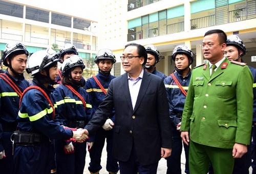 Bí thư Thành ủy Hoàng Trung Hải thăm các đơn vị công an, quân đội làm nhiệm vụ trực Tết