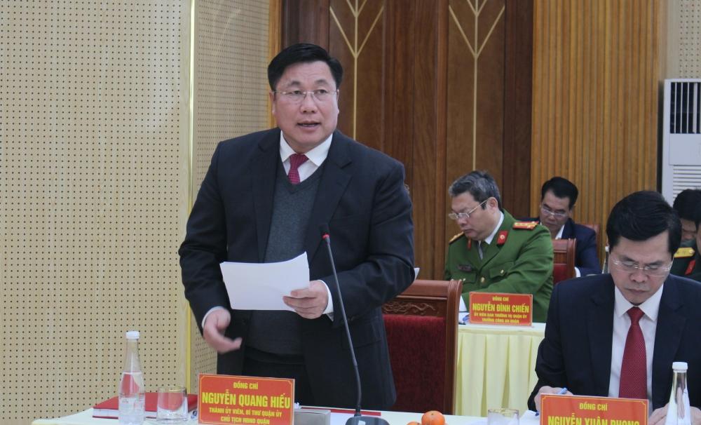 Bí thư Quận ủy Hoàng Mai Nguyễn Quang Hiếu trình bày báo cáo và nêu kiến nghị tại buổi làm việc