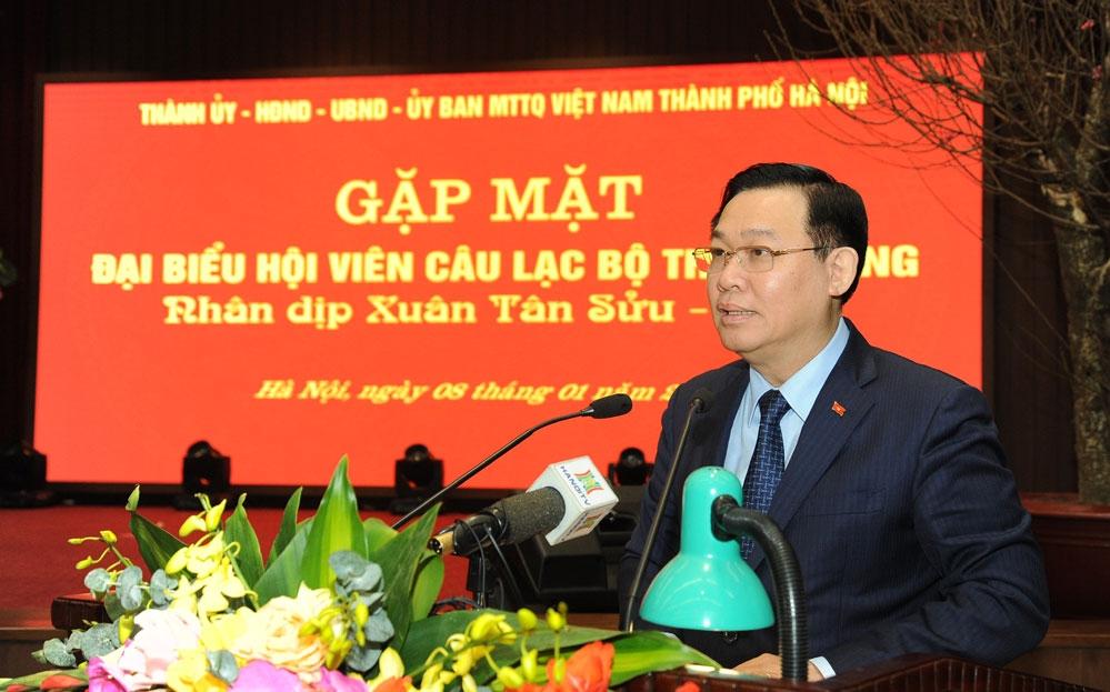 Bí thư Thành ủy Hà Nội Vương Đình Huệ phát biểu tại buổi gặp mặt