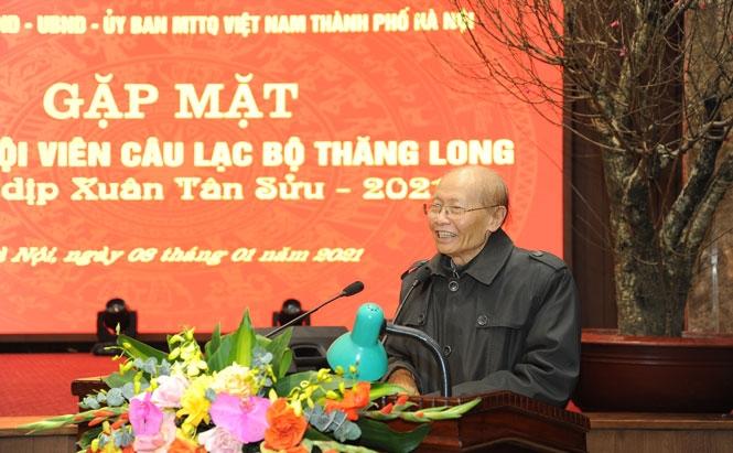 Đại diện Câu lạc bộ Thăng Long đóng góp ý kiến tại buổi gặp mặt