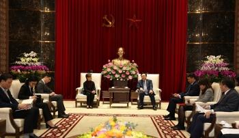 Bí thư Thành ủy Hà Nội Vương Đình Huệ tiếp Đại sứ Singapore