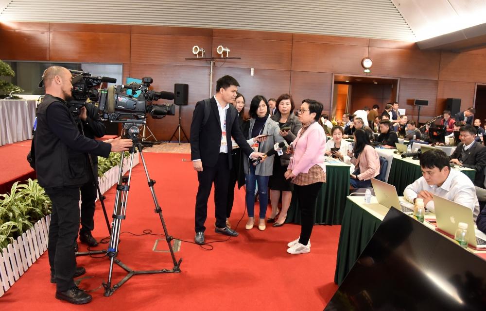 Các phóng viên tác nghiệp tại Trung tâm báo chí