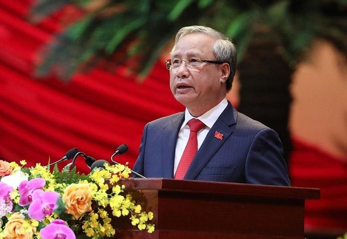 Đồng chí Trần Quốc Vượng, Ủy viên Bộ Chính trị, Thường trực Ban Bí thư đọc Báo cáo kiểm điểm sự lãnh đạo, chỉ đạo của Ban chấp hành Trung ương Đảng khóa XII.