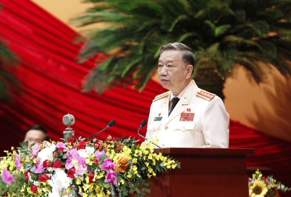 Đại tướng Tô Lâm, Ủy viên Bộ Chính trị, Bộ trưởng Bộ Công an trình bày tham luận tại Đại hội.
