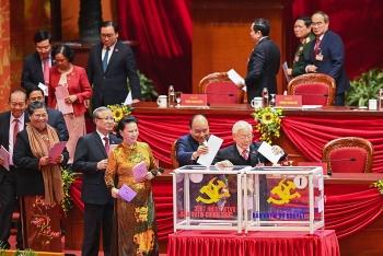 Các đại biểu bỏ phiếu bầu Ban Chấp hành Trung ương Đảng khóa XIII