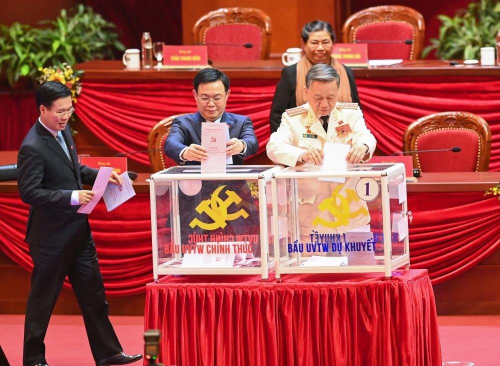 Một số hình ảnh bỏ phiếu bầu Ban Chấp hành Trung ương Đảng khóa XIII