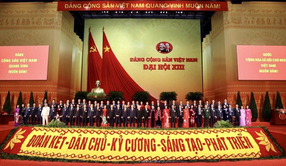 Các đồng chí lãnh đạo Đảng, Nhà nước với Đoàn đại biểu Đảng bộ thành phố Hà Nội.