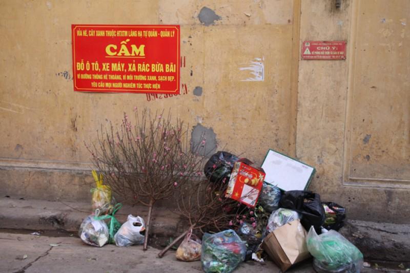 Vứt rác, đi tiểu tiện bừa bãi có thể bị phạt tới 7 triệu đồng