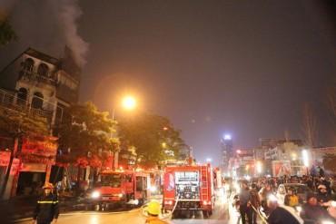 Cháy lớn trên phố Trần Duy Hưng