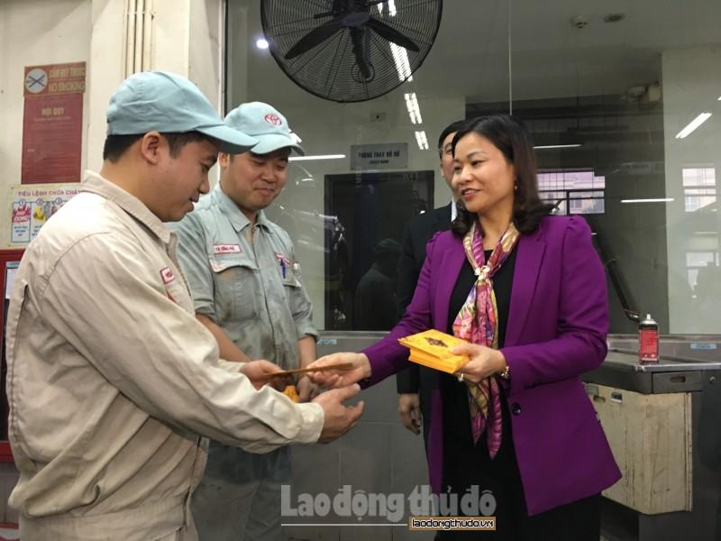 Chủ tịch LĐLĐ TP Nguyễn Thị Tuyến nắm bắt tình hình CNVCLĐ sau Tết Nguyên đán