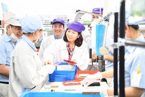 Chủ tịch LĐLĐ TP Hà Nội Nguyễn Thị Tuyến thăm, động viên người lao động sau kỳ nghỉ Tết