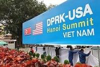 Người dân Hà Nội chủ động làm đẹp cửa nhà chào đón Hội nghị thượng đỉnh