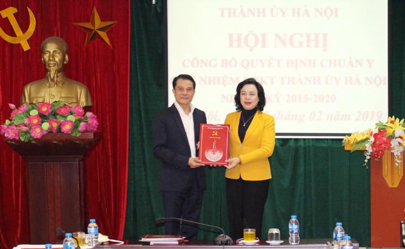 Trao Quyết định chuẩn y Chủ nhiệm Ủy ban Kiểm tra Thành ủy Hà Nội