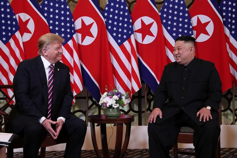 Cuộc gặp đầu tiên của Tổng thống Mỹ và Chủ tịch Triều Tiên