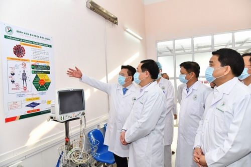 Bí thư Thành ủy Vương Đình Huệ kiểm tra công tác phòng, chống dịch Covid-19 tại Bệnh viện Đa khoa Đức Giang