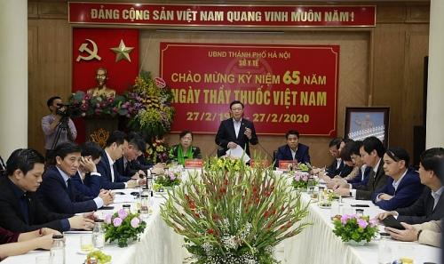 Bí thư Thành ủy Hà Nội: Y, bác sĩ phải thương yêu người bệnh như anh em ruột thịt