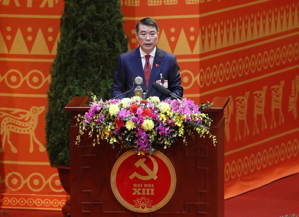Đồng chí Lê Minh Hưng, Trưởng Đoàn Thư ký Đại hội đọc Dự thảo Nghị quyết Đại hội XIII của Đảng.