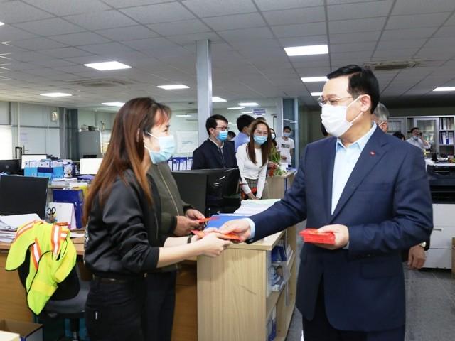 Bí thư Thành ủy Hà Nội Vương Đình Huệ chúc Tết cán bộ, công nhân viên Dự án Hệ thống xử lý nước thải Yên Xá