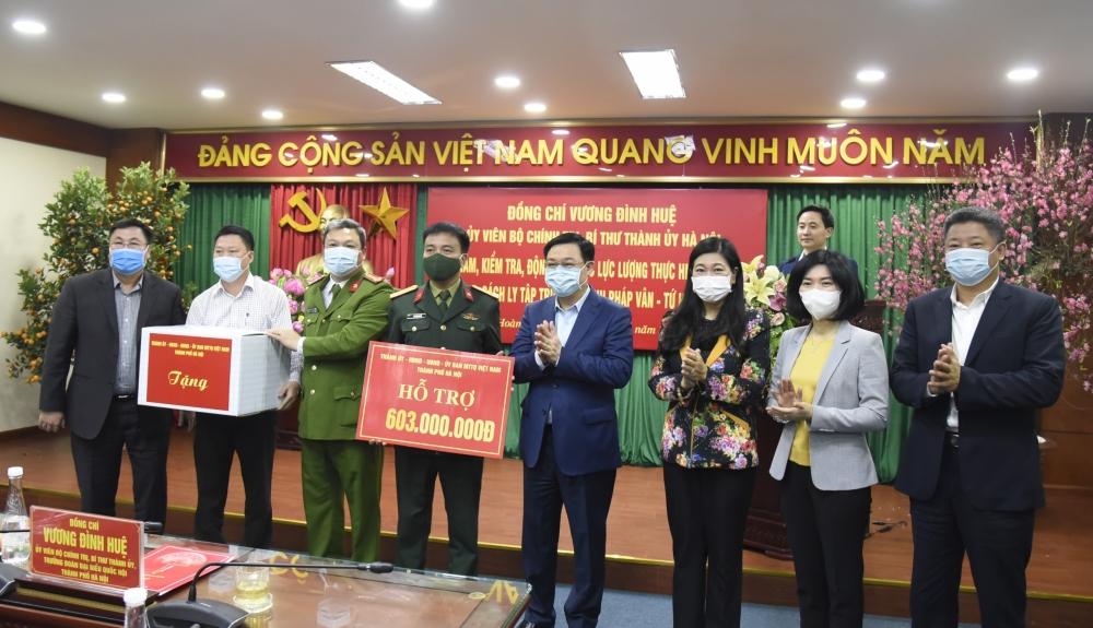 Bí thư Thành ủy Vương Đình Huệ động viên tuyến đầu chống Covid-19
