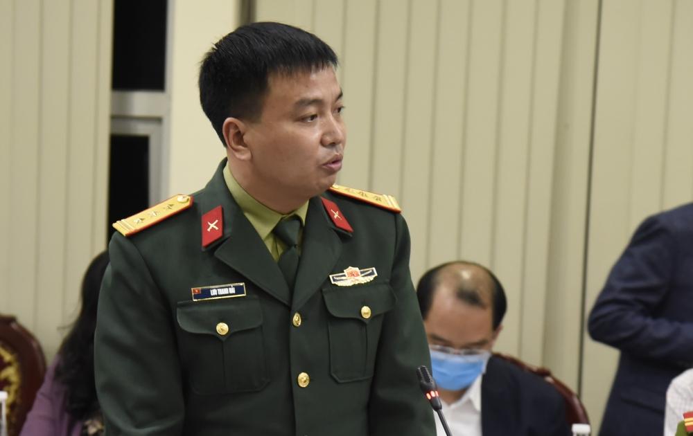 Thượng tá Lưu Thanh Hải, Chỉ huy trưởng Ban chỉ huy Quân sự quận Hoàng Mai báo cáo tình hình khu cách ly Pháp Vân - Tứ Hiệp