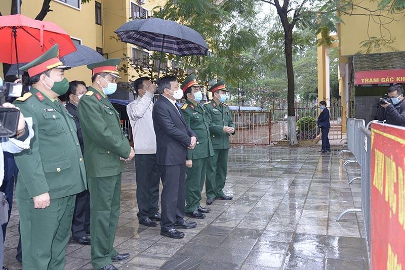 Phó Bí thư Thành ủy Hà Nội Nguyễn Văn Phong kiểm tra công tác phòng, chống dịch Covid-19 tại khu cách ly Trung tâm đào tạo nghề Thành An.