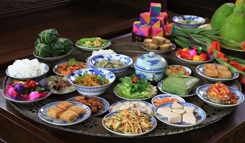 Bữa cơm ngày cuối năm được làm thịnh soạn hơn ngày thường