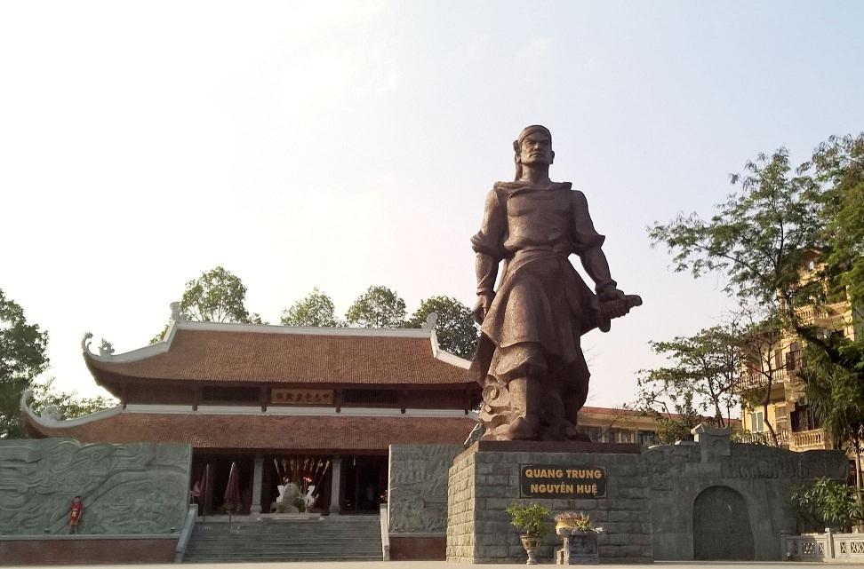 Tượng đài Hoàng đế Quang Trung - Nguyễn Huệ tại Gò Đống Đa.