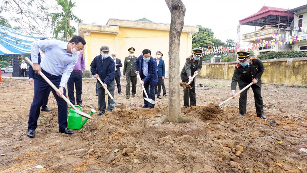 Công an Hà Nội phấn đấu trồng 3.000 cây xanh trong năm 2021