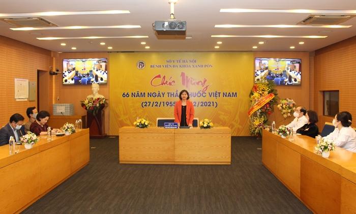Phó Bí thư Thường trực Thành ủy Hà Nội Nguyễn Thị Tuyến chúc mừng Bệnh viện Đa khoa Xanh Pôn